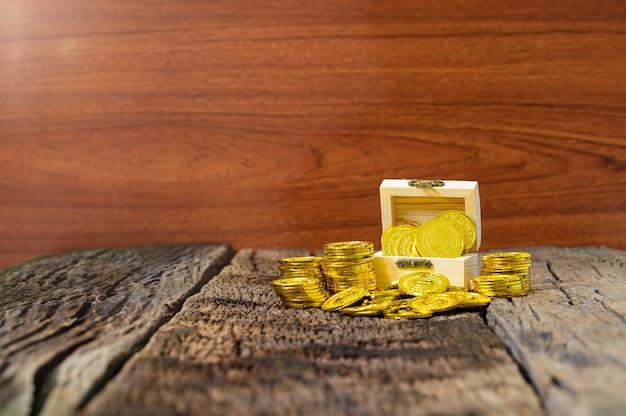 La cassa del tesoro mostra la raccolta di denaro Foto Premium