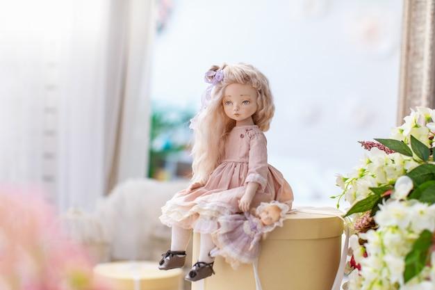 Due bambole tessili, bambole di design. Foto Premium