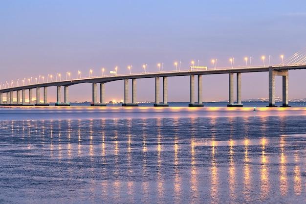 Ponte di vasco da gama a lisbona portogallo Foto Premium