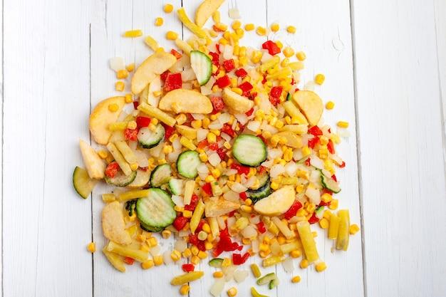 Miscela di verdure surgelata per friggere Foto Premium