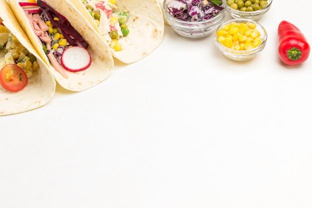 Il taco vegetariano avvolge laici piatta Foto Premium