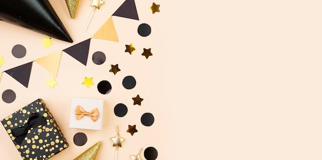 Sopra la vista eleganti decorazioni di compleanno Foto Premium
