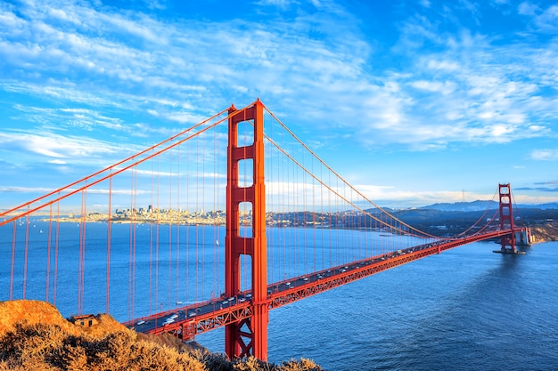 Vista del famoso golden gate bridge di san francisco, california, usa Foto Premium