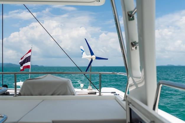 Vista sul mare da uno yacht Foto Premium