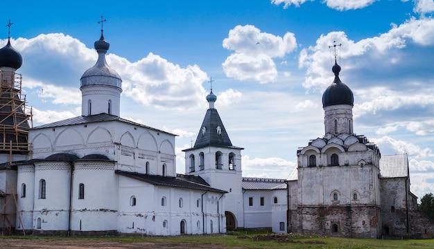Una vista del cremlino di vologda, città di vologda, russia Foto Premium
