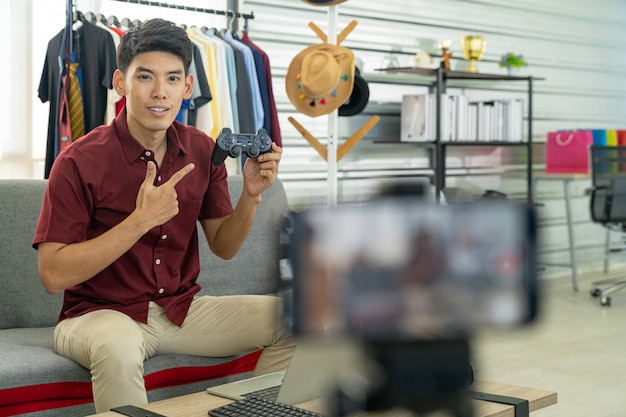 Prodotto di gioco con joystick per la revisione live di vlogger Foto Premium