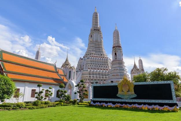Wat arun il tempio buddista di dawn a bangkok, thailandia Foto Premium