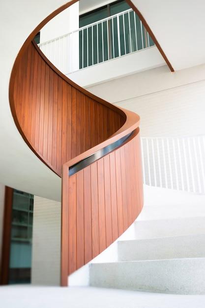 Edificio per uffici scala curva bianca Foto Premium