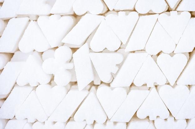 Sfondo di zucchero bianco, forma del simbolo del seme della carta da gioco Foto Premium