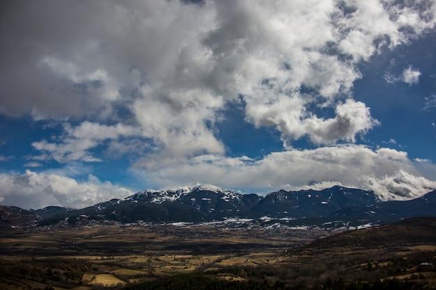 Inverno a la cerdanya, pirenei, spagna Foto Premium