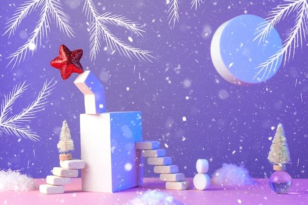 Natura morta di capodanno invernale con scale, albero di natale, stella, sole, neve e forme geometriche Foto Premium