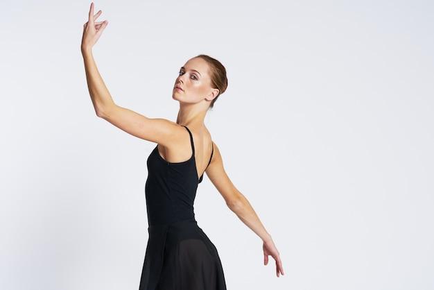 Ballerina donna che balla in tutù e scarpe da punta Foto Premium