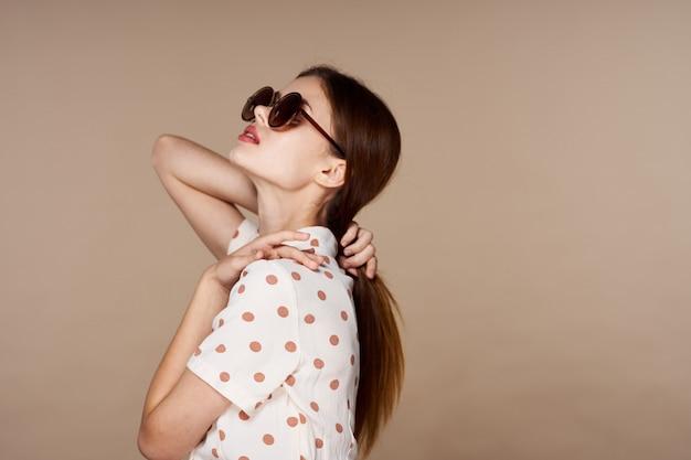 Ritratto di donna giovane e bella faccia Foto Premium