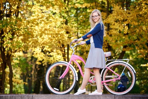Bicicletta da donna in bicicletta pink lady Foto Premium