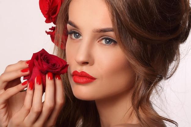 Donna con unghie rosse Foto Premium