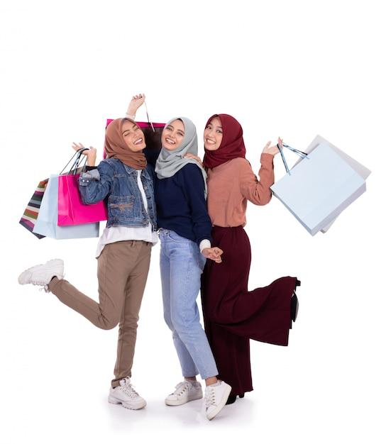 Donne eccitate quando portano un sacco di carta Foto Premium
