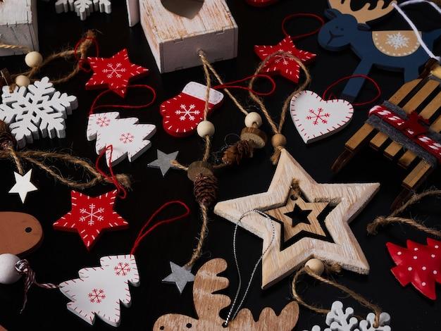 Priorità bassa di legno del collage del giocattolo dell'albero di natale Foto Premium