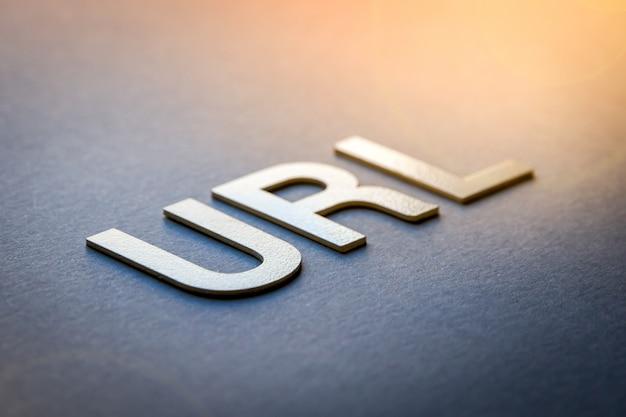 Url di parola scritto con lettere solide bianche Foto Premium