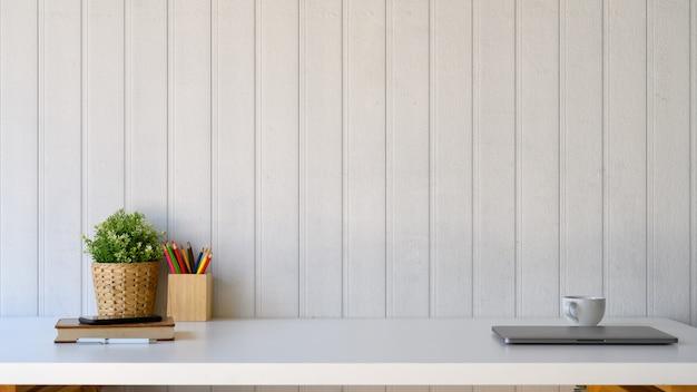 Area di lavoro e copia spazio per il montaggio di testo o prodotto. Foto Premium