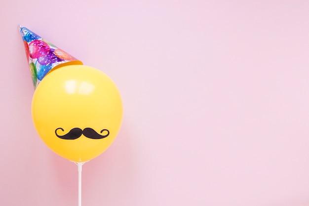 Palloncino giallo con baffi neri Foto Premium