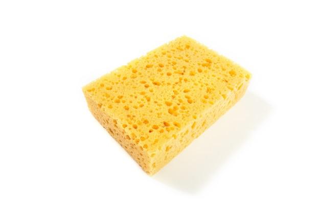 Spugna gialla isolata su fondo bianco Foto Premium