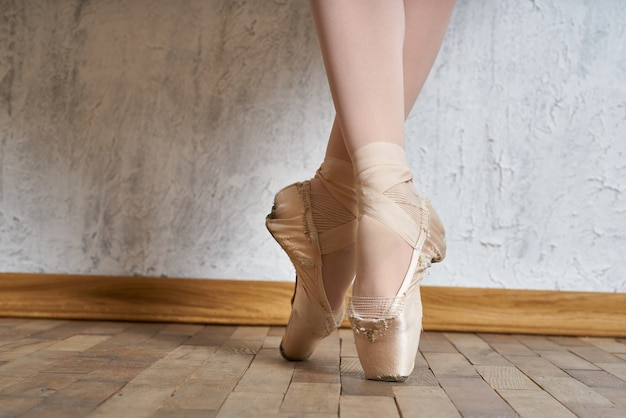 Giovane ballerina in scarpe da punta Foto Premium