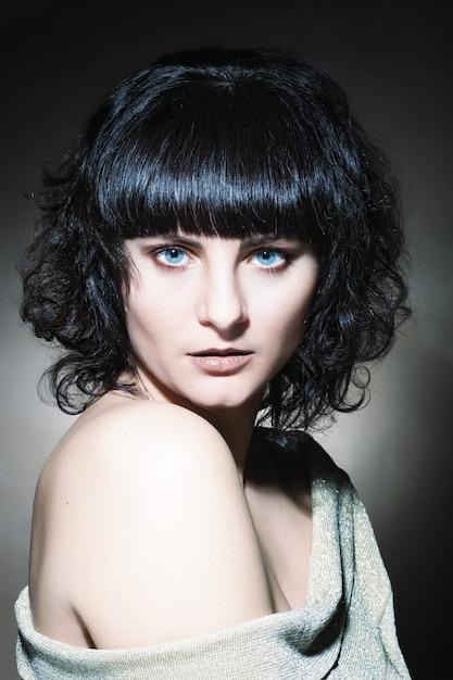 Giovane donna castana Foto Premium