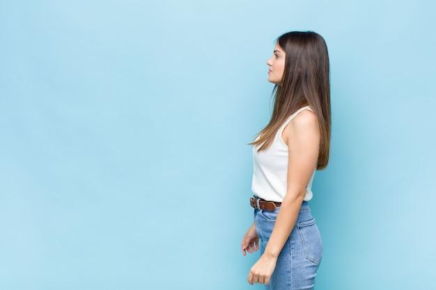 Ritratto di giovane donna graziosa Foto Premium