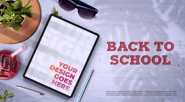 Ritorno a scuola mockup con tablet e alimenti biologici Psd Premium