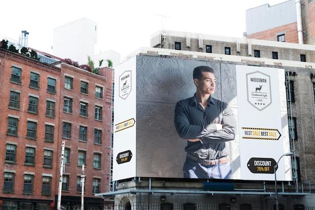 Tabellone per le affissioni in città mock-up Psd Premium