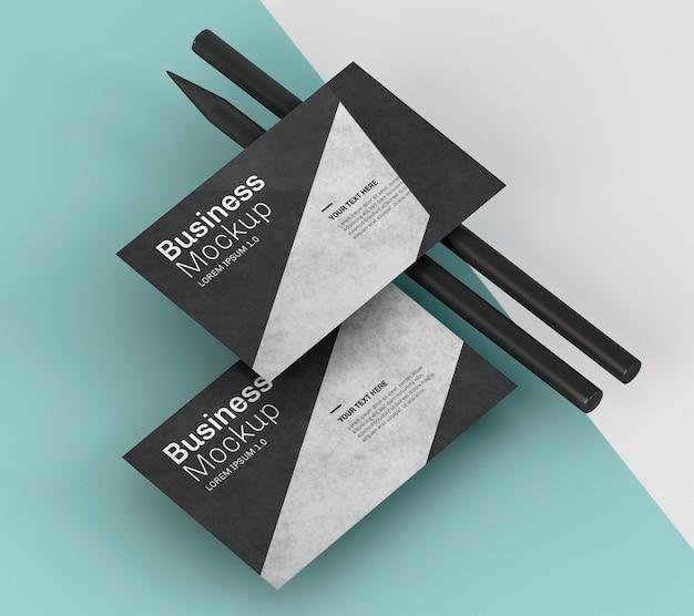 Mock-up di biglietti da visita e matite nere Psd Premium
