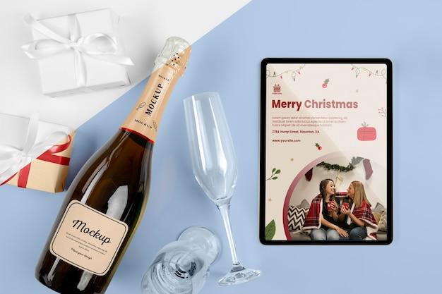 Bottiglia di champagne con mock-up Psd Premium