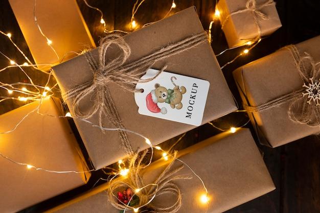Mock-up natalizio di varie dimensioni di regali e fiocchi di corda Psd Premium