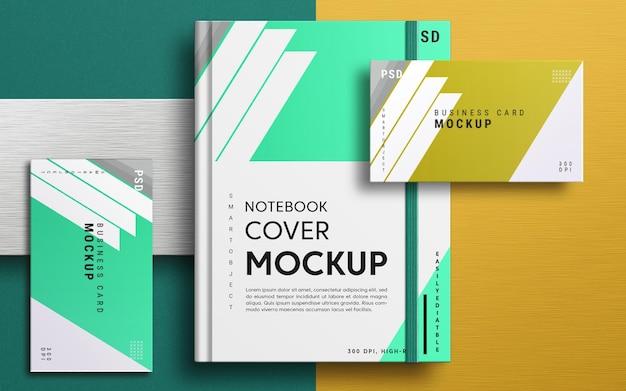 Primo piano sulla copertina del notebook e sul mockup del biglietto da visita Psd Premium