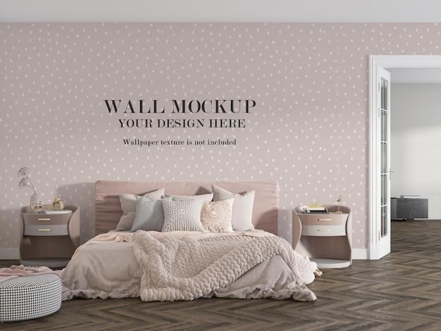 Confortevole camera da letto rosa con design mockup a parete Psd Premium