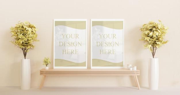 Coppia cornice bianca mockup in piedi sul tavolo di legno con piante decorative Psd Premium