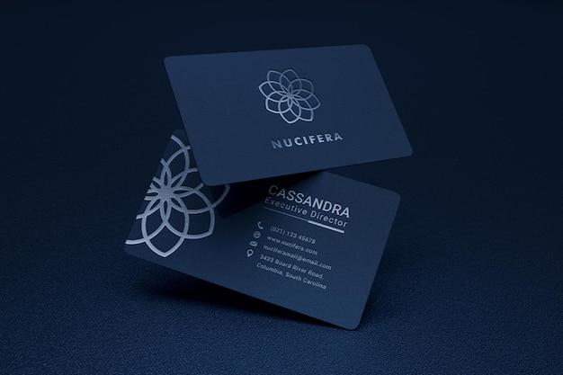 Mockup di biglietto da visita elegante e moderno con effetto tipografico logo argento Psd Premium