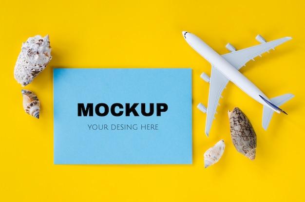 Svuoti il foglio di carta blu, noti il modello con le conchiglie, concetto di vacanza estiva Psd Premium