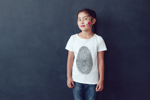 Maglietta per bambini face painting mock-up Psd Premium