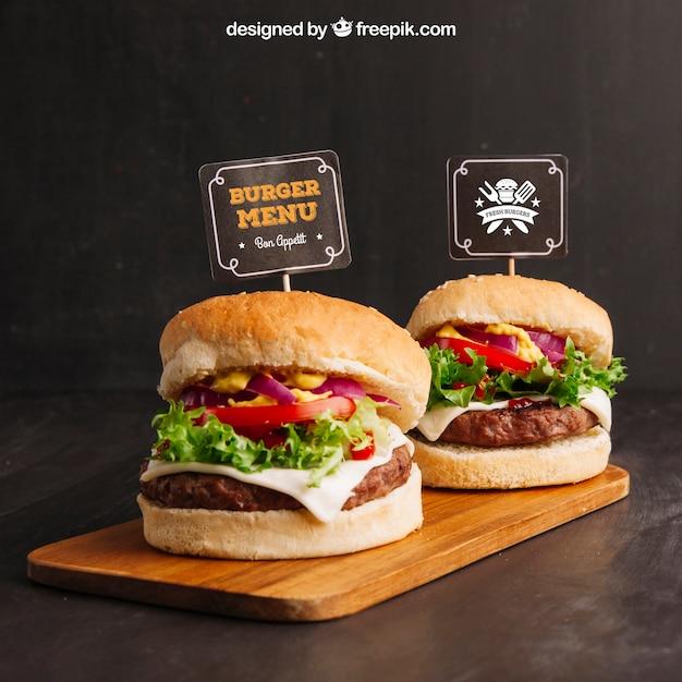 Mockup di cibo veloce con due hamburger Psd Premium