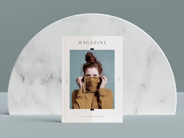 Copertina vista frontale con mock-up rivista editoriale donna Psd Premium