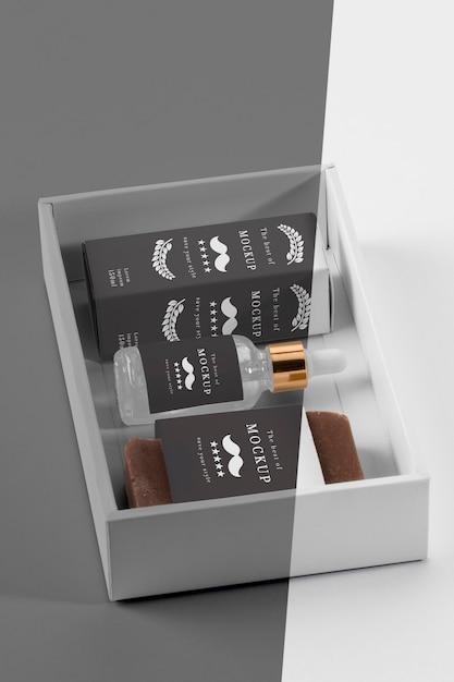 Alto angolo di oli e sieri da barbiere Psd Premium