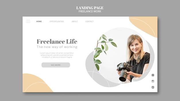 Modello di pagina di destinazione per lavoro freelance con fotografa donna Psd Premium