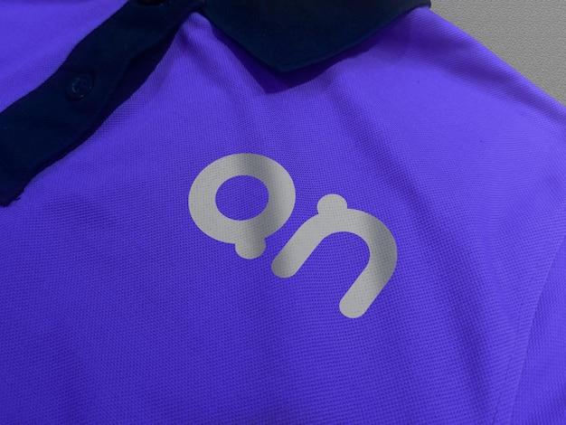 Logo mockup sulla vista frontale della maglietta polo Psd Premium