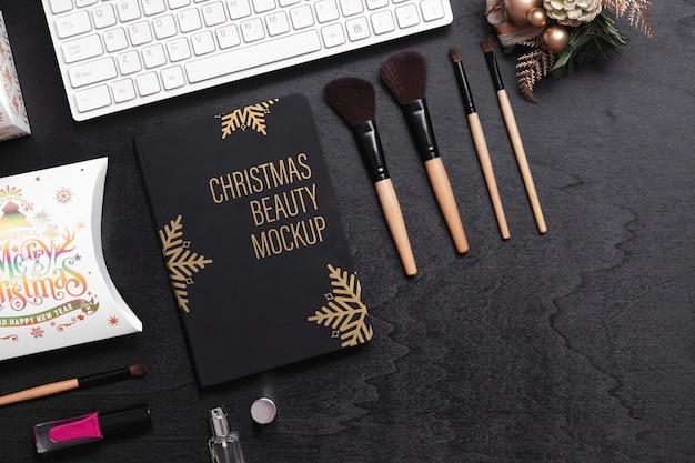 Mockup copertina nera libro per concetto di bellezza natale capodanno. Psd Premium