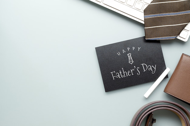 Mockup messaggio di festa del papà felice sulla lavagna. Psd Premium