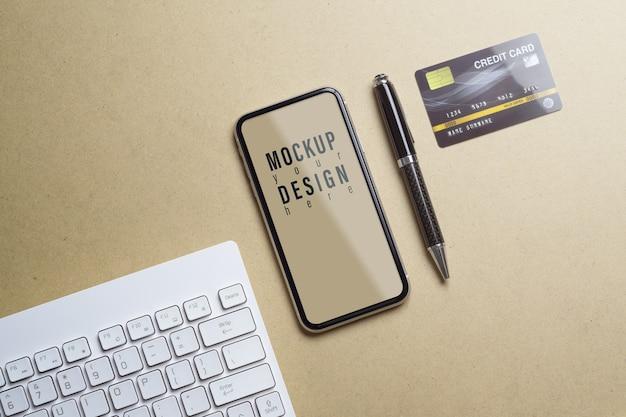 Modello del telefono cellulare per lo shopping online e il concetto di pagamento Psd Premium
