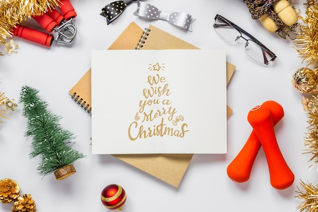 Notebook mockup per risoluzioni o obiettivi per il nuovo anno per uno stile di vita sano Psd Premium