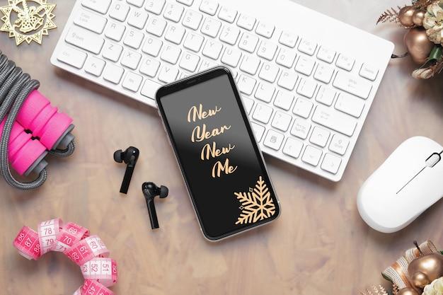Smartphone di mockup per il concetto di sfondo obiettivi sani di nuovo anno. Psd Premium