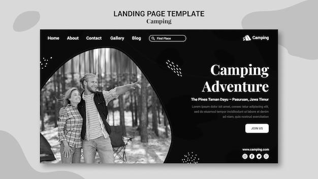 Modello di pagina di destinazione monocromatica per il campeggio con la coppia Psd Premium